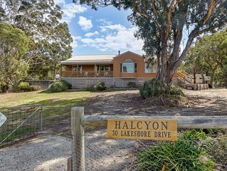 Halcyon - Pet Friendly Rural Retreat with 3 Bedrooms