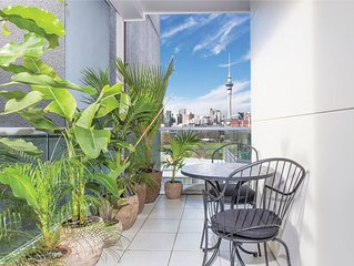 Stylish City Apartment + Sky Tower Views + Secure Carpark