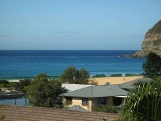 Jeans beach house. Views, 200m to waterfront