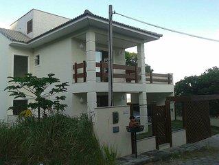 PÁSSARO - Casa privativa com 4 suites / Terraço / Churrasqueira / 15 pessoas.