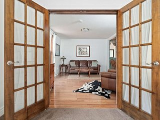 'Bonanza' Updated Victorian 2 BD townhome; private parking; 1 block to Miner St;