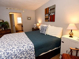 Cozy inn room for 2