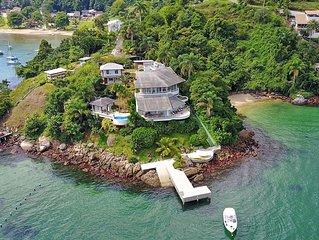 Charmosa residência com vista para o mar