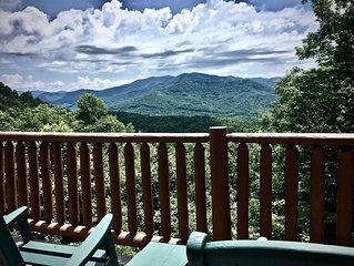 Sexy Master-2 Fireplaces-Sparkling Hot Tub-Mountain Views-WIFI-10 Min to Town