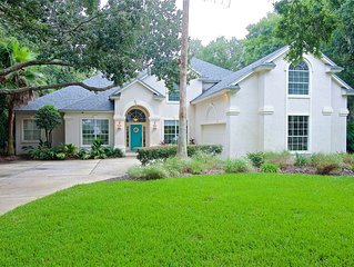 Charming furnished home with private and heated pool in Sawgrass Country Club