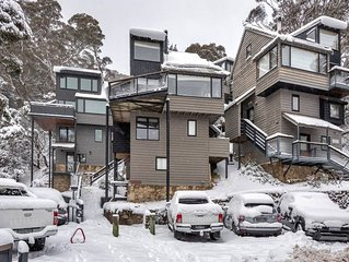 Thredbo Village Family CHALET - AMAZING VIEWS - just 2 mins from centre