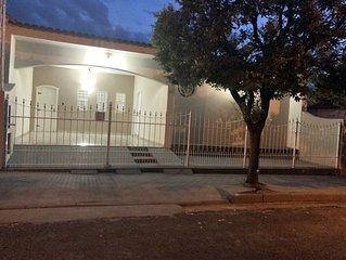 Excelente casa com otima localizacao no centro de Olimpia com WI-FI