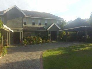 Elegant, pristine home, sleeps 5-10, in upscale, secure neighbourhood