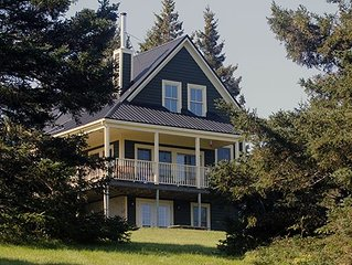 CUSTOM LUNENBURG 2BR HOME WITH PRIVATE HILLTOP SETTING, BEACH AND PATHWAY.