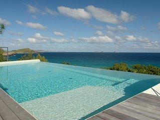 Stunning Ocean Views, Heated Pool, AC, Free Wifi, Concierge Service, Walk to Fla