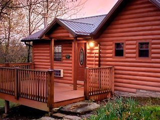 "Relaxing ""Hideaway"" Cabin w/ hot tub near Buffalo River"