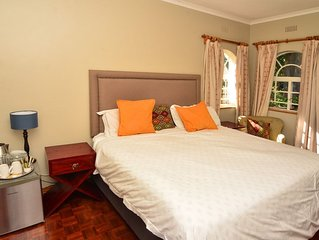 Secluded Renovated Guest Wing 1.3km from Sam Levy Village