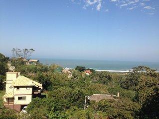 Excelente Casa na praia da Silveira muito bem localizada com vista para o mar