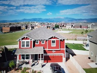 ENTIRE HOME BUILT 2017,..  Hot Tub & Fire Pit, Views of Pikes Peak/Front Range!