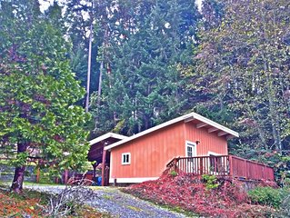 Seaview Cottage:  Island cottage with waterviews! Bring your kayaks!