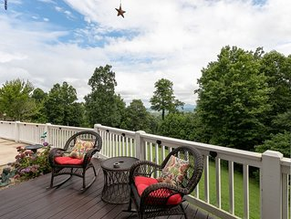 Hutch Mountain Villa - LARGE 5/4.5 Sleeps 16, Hot Tub, Pool Table, Mtn Views!