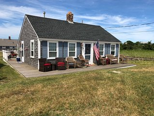 Beautiful Cottage directly across from Craigville Beach