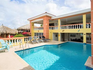 Spacious Villa with Private Pool, Amazing Seaviews and near Beautiful Beach