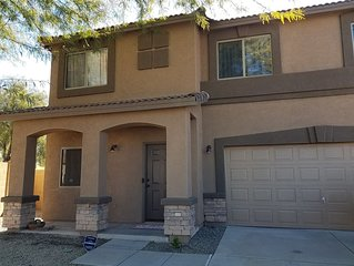 Sleeps 10+ Comfortable and conveniently located-One hour to Tucson or Phoenix