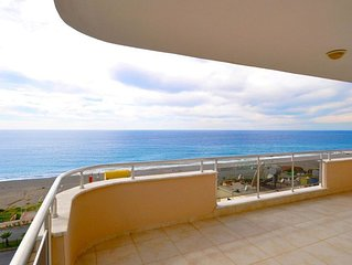 Sea views apartment with stunning beach and panaromic landscape.