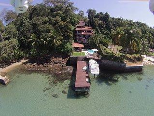 Maravilhosa casa na beira d'água em Angra dos Reis.