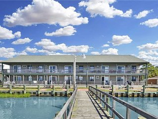 Boat Dock * Close to Park * East Side * 2nd Level Unit
