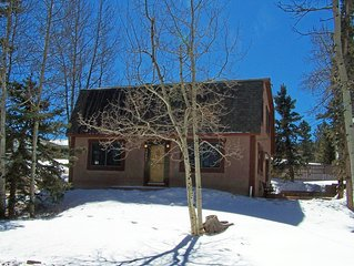 Cozy Mountain Home - Excellent location to truly experience a Colorado Winter