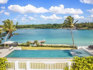 Modern Oceanfront Villa, Full Staff incl. Chef, Views of Minitas Beach, AC, Free