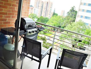 MODERN 3 BEDROOM APARTMENT A/C, 5 BLOCKS FROM PARQUE LLERAS