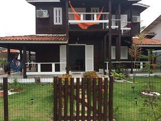 Casa ampla com piscina, churrasqueira, AR, 2 suítes