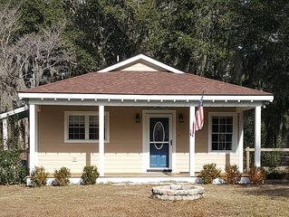 ~Marine Family's Retreat in Beaufort~3 BD~2 BATH~6.7 Miles to Parris Island~
