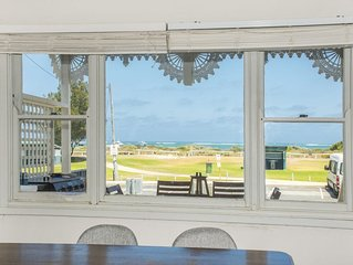 Beach Cottage Lancelin - Ocean Views - Pet Friendly.