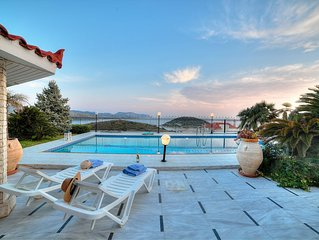 Saronida, luxury Villa apartment, 3 bedrooms, 3 bathrooms, swim pool - beach