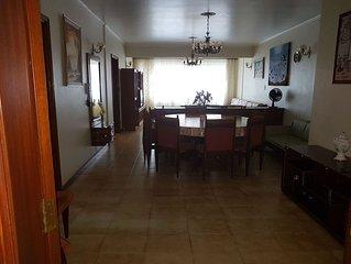 apartamento confortavel, tranquilo, predio familiar e na mesma quadra da praia.