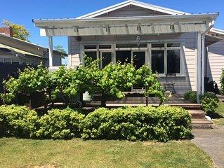 Sunny living close to McLean Park/ Napier CBD