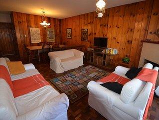 Confortável apt para 7 pessoas próximo do centro turístico de Campos do Jordão