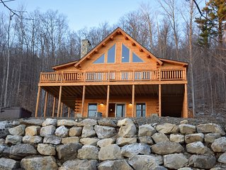 PRIVATE MOUNTAIN CABIN SLEEPS 12 WITH HOT TUB..