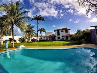 Casa de andar, 5 suítes, piscina,área verde.