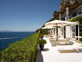 Luxury Villa with 6 Suites - built in 'Capri style' with pool and private park