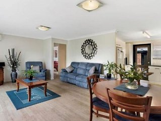 Close to Major Shopping Centre and Beach - Family, Homely, Pet Friendly Getaway