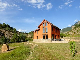 Oasis of tranquility with stunning views at the foot of the Peña Montañesa