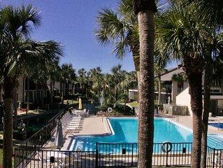 Fresh and spacious Gold-rated condo with easy access to beach and pool!
