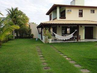 Aconchegante Casa em Guarajuba 4/4 com Piscina, a 200m da Praia, em condominio.