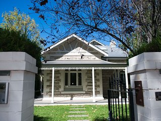 NAROOMAH HOUSE - 1905 Sandstone Villa