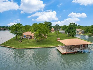 Romantic Couples Retreat or Friends Getaway on the Lake!