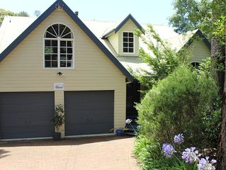 Four Seasons - Blue Mountains Home - Private Bushland Surroundings with WiFi