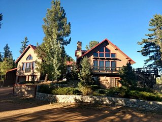 Peak at Paradise -Spectacular Log Cabin with Pikes Peak Views & On-site Fishing