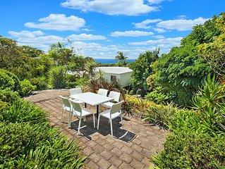 Walk to White Sands Walk & Hyams Beach- Beautiful Home & Landscaped Gardens