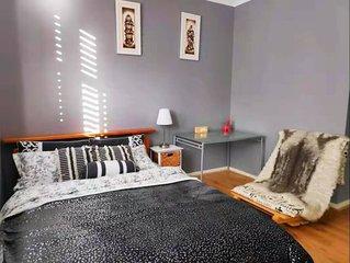 Modern 3 Bed Apt + Breakfast + 5 Mins Westfield