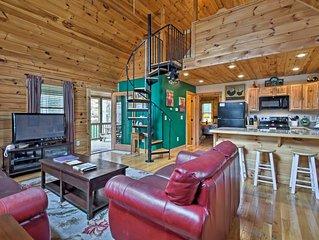 'Trot Inn' Bryson City Cabin w/Hot Tub & Fire Pit!